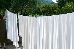 シーツを早く乾かすためのポイントとは? 大物の洗濯も快適に!