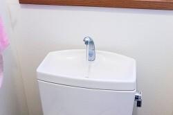 意外と汚れやすいトイレの手洗い器! 清潔に保つための掃除方法とは?